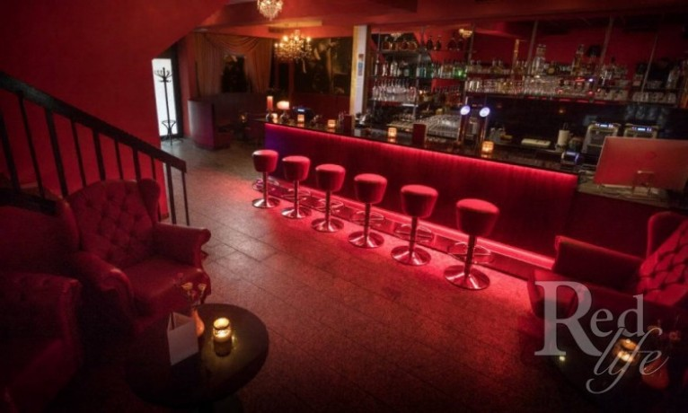 room-to-rent-in-club-12-zurich-club-pay-50-big-2