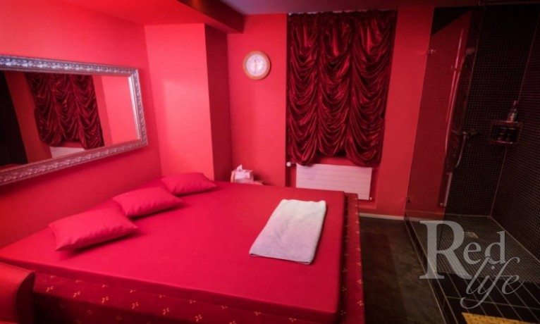 room-to-rent-in-club-12-zurich-club-pay-50-big-3