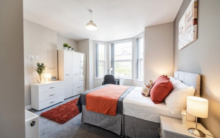 lovely-ensuite-room-to-rent-directly-opposite-tube-station-big-0